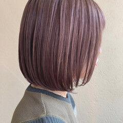 ピンクラベンダー ラベンダーグレージュ ラベンダーピンク 切りっぱなしボブ ヘアスタイルや髪型の写真・画像