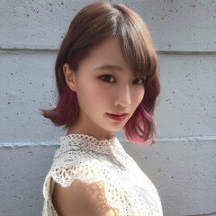 切りっぱなしボブ ダブルカラー ベリーピンク ミディアム ヘアスタイルや髪型の写真・画像