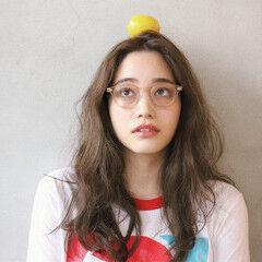 眼鏡 ナチュラル ロング デート ヘアスタイルや髪型の写真・画像