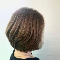 オリーブグレージュ 白髪染め ハイライト ボブ ヘアスタイルや髪型の写真・画像