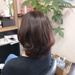 ミディアム パーマ ウルフカット ナチュラル ヘアスタイルや髪型の写真・画像