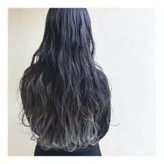 ロング ホワイトグラデーション モード アッシュグラデーション ヘアスタイルや髪型の写真・画像