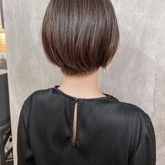 モカブラウン ショート ショートボブ オリーブグレージュ ヘアスタイルや髪型の写真・画像