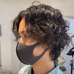 ナチュラル マッシュ メンズパーマ メンズマッシュ ヘアスタイルや髪型の写真・画像