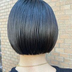 アッシュベージュ モード 切りっぱなしボブ ミニボブ ヘアスタイルや髪型の写真・画像