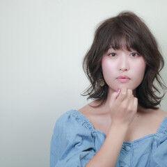 モテ髪 フェミニン ミディアム コテ巻き風パーマ ヘアスタイルや髪型の写真・画像
