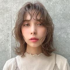 外ハネ ミディアム 大人かわいい フェミニン ヘアスタイルや髪型の写真・画像