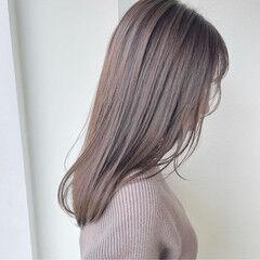 ミルクティーベージュ 艶グレーベージュ ナチュラル 艶髪 ヘアスタイルや髪型の写真・画像