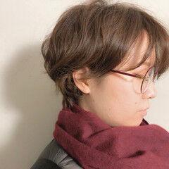 ショート ミルクティーベージュ 無造作カール くせ毛風 ヘアスタイルや髪型の写真・画像
