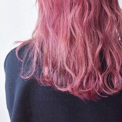 ベリーピンク フェミニン ローズ ブロンドカラー ヘアスタイルや髪型の写真・画像