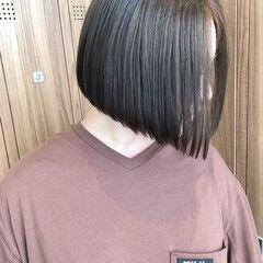 前下がり ダークグレー 切りっぱなしボブ イルミナカラー ヘアスタイルや髪型の写真・画像