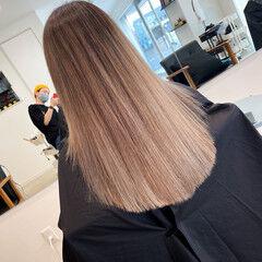 エレガント ミルクティーベージュ ロング ブリーチカラー ヘアスタイルや髪型の写真・画像