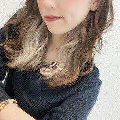 セミロング インナーカラー ベージュ ブリーチなし ヘアスタイルや髪型の写真・画像