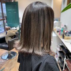 エレガント ホワイトアッシュ ミディアム バレイヤージュ ヘアスタイルや髪型の写真・画像