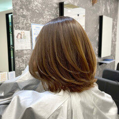 ミディアム ブラウン ストリート レイヤーカット ヘアスタイルや髪型の写真・画像