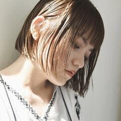 ダブルカラー 前髪パッツン ストレート 切りっぱなしボブ ヘアスタイルや髪型の写真・画像