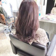 フェミニン ミディアム グラデーション ブリーチオンカラー ヘアスタイルや髪型の写真・画像