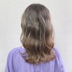 ガーリー グレージュ ミルクティー ブリーチ ヘアスタイルや髪型の写真・画像