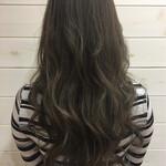 暗髪 ハイライト グラデーションカラー セミロング