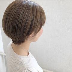 オリーブアッシュ シアーベージュ ミルクティーベージュ ショート ヘアスタイルや髪型の写真・画像