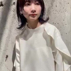 ミディアムレイヤー ひし形シルエット ナチュラル インナーカラー ヘアスタイルや髪型の写真・画像