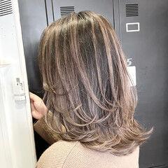 外ハネ グレージュ 外国人風カラー ストリート ヘアスタイルや髪型の写真・画像