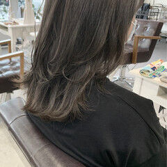 オリーブベージュ レイヤーカット レイヤースタイル カーキ ヘアスタイルや髪型の写真・画像