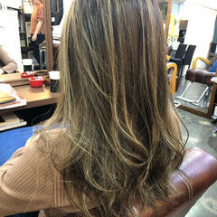 外国人風カラー ハイライト 透明感カラー サーフスタイル ヘアスタイルや髪型の写真・画像
