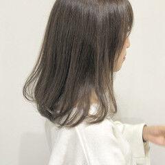セミロング シアーベージュ セピアカラー 切りっぱなしボブ ヘアスタイルや髪型の写真・画像