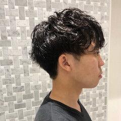 メンズパーマ メンズショート くせ毛風 ナチュラル ヘアスタイルや髪型の写真・画像