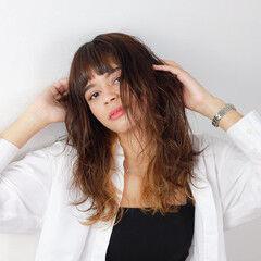 撮影 波巻き コテ巻き ガーリー ヘアスタイルや髪型の写真・画像