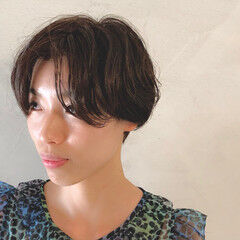 ナチュラル ニュアンスパーマ 小顔ショート くせ毛風 ヘアスタイルや髪型の写真・画像