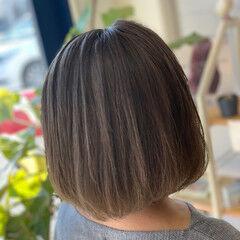 グラデーションカラー ナチュラルグラデーション シルバー ボブ ヘアスタイルや髪型の写真・画像