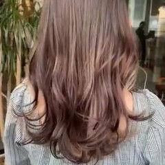 インナーカラー ホワイトベージュ ヌーディベージュ ロング ヘアスタイルや髪型の写真・画像