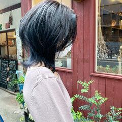 マッシュウルフ アッシュ 外ハネ ミディアム ヘアスタイルや髪型の写真・画像