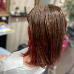 ガーリー インナーカラーレッド インナーカラー ミディアム ヘアスタイルや髪型の写真・画像