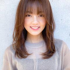ミディアム コンサバ 小顔 ミディアムレイヤー ヘアスタイルや髪型の写真・画像