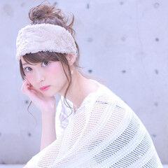 ヘアバンド 大人女子 セミロング 簡単ヘアアレンジ ヘアスタイルや髪型の写真・画像