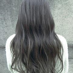 フェミニン すっきり ロング カーキアッシュ ヘアスタイルや髪型の写真・画像