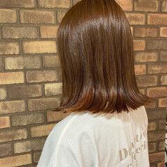 ミディアム オレンジ 切りっぱなしボブ インナーカラー ヘアスタイルや髪型の写真・画像