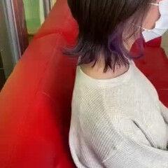 ウルフカット ストリート ミディアム インナーラベンダー ヘアスタイルや髪型の写真・画像