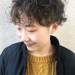 くせ毛 刈り上げ女子 ショート ナチュラル ヘアスタイルや髪型の写真・画像