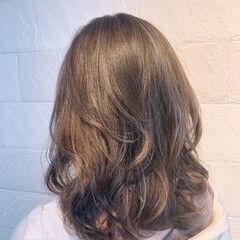 ハイライト シルバー アッシュ アッシュベージュ ヘアスタイルや髪型の写真・画像