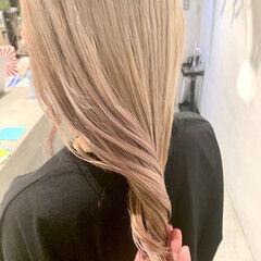 ミルクティーグレージュ モード セミロング ミルクティー ヘアスタイルや髪型の写真・画像