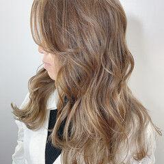 ハニーベージュ レイヤーカット ブリーチカラー ヌーディーベージュ ヘアスタイルや髪型の写真・画像