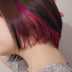 ボブ 耳かけ インナーカラー赤 インナーカラー ヘアスタイルや髪型の写真・画像