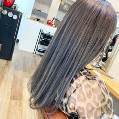 セミロング ミルクティーグレージュ ストリート エメラルドグリーンカラー ヘアスタイルや髪型の写真・画像
