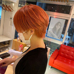 ダブルカラー ショート オレンジカラー マッシュショート ヘアスタイルや髪型の写真・画像
