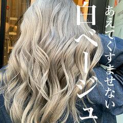 ホワイトカラー ホワイト モード ヌーディーベージュ ヘアスタイルや髪型の写真・画像