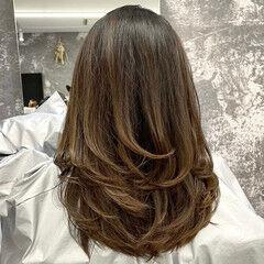 ママ ミディアムレイヤー レイヤースタイル 外国人風 ヘアスタイルや髪型の写真・画像